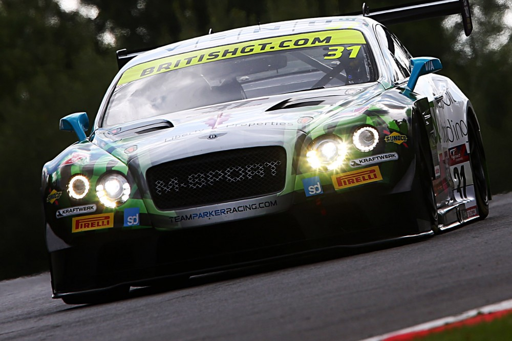 Victory hands Parfitt Jnr/Morris championship lead as Jonck/Phillips claim maiden GT4 win at Brands