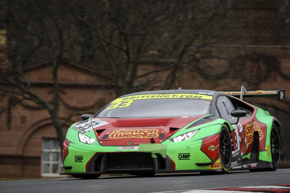 Keen in charge as Burns beats Malvern to GT4 top-spot in FP2 at Oulton