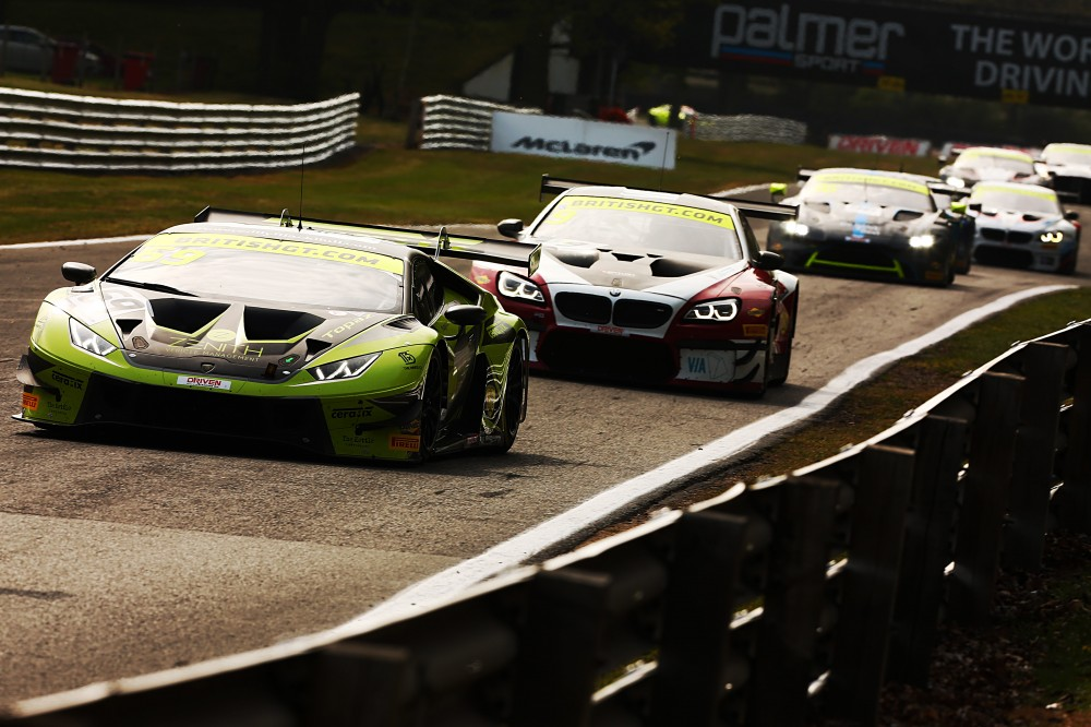 De Haan and Cocker win Oulton's frenetic second race; Priaulx and Maxwell take GT4 victory