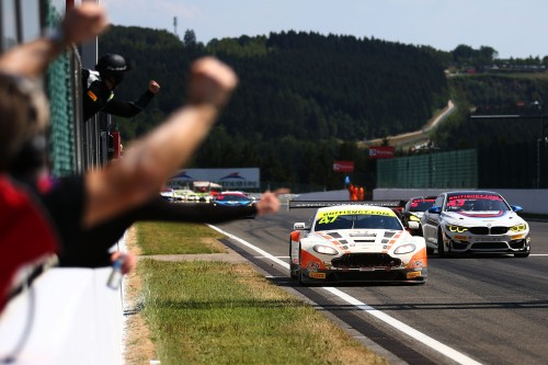 View article: Davidson/Martin take GT3 victory whilst Macdonald/Mitchell fight to GT4 honours