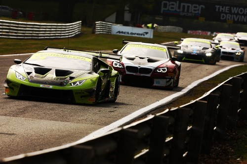 View article: De Haan and Cocker win Oulton's frenetic second race; Priaulx and Maxwell take GT4 victory